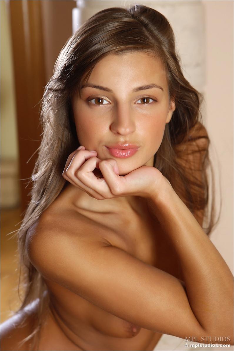 Tara голая красотка снимает короткое платье порно картинки