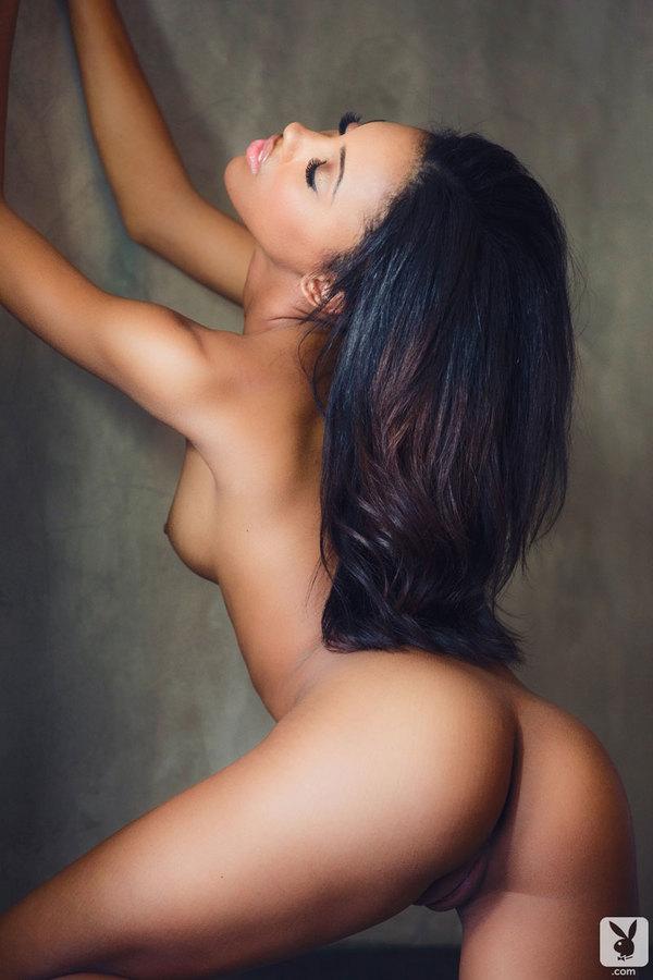 Jasmine Symone стройная негритянка без трусиков