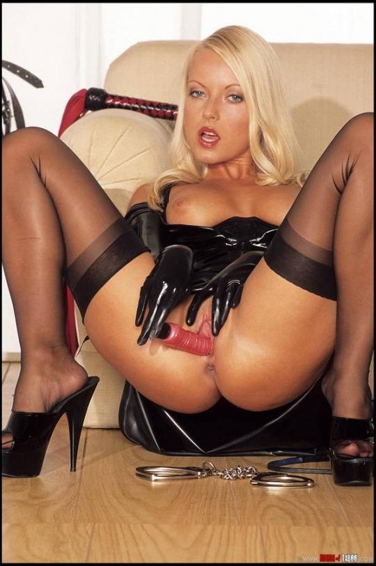 порно фото красивых блондинок в чулках № 369666 бесплатно