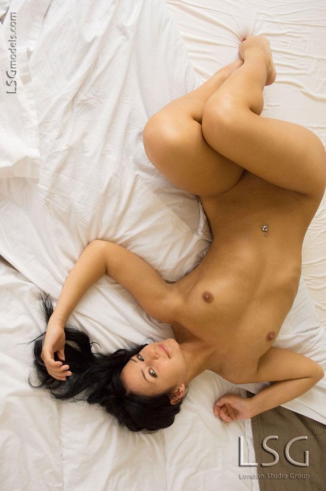 Мулатка с крепкой обнаженной сракой порно архив