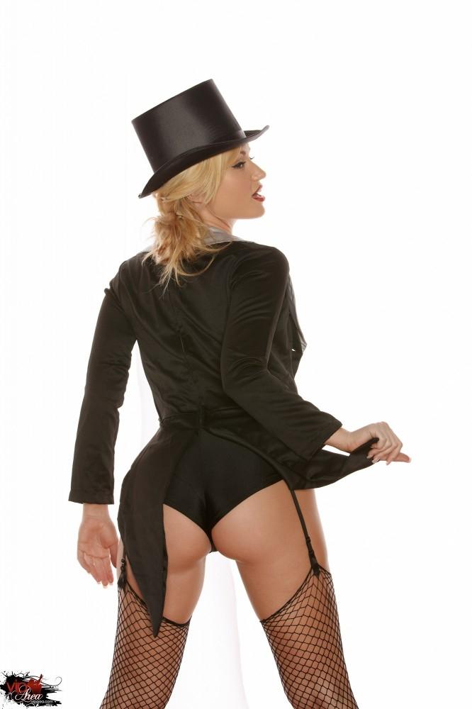 Элегантная Angela Sommers с большой попой