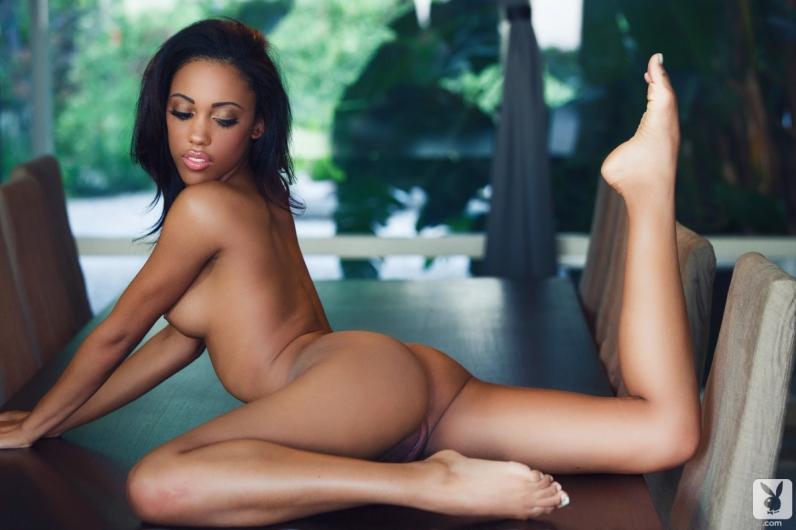 фото голая негритянка с большими дойками
