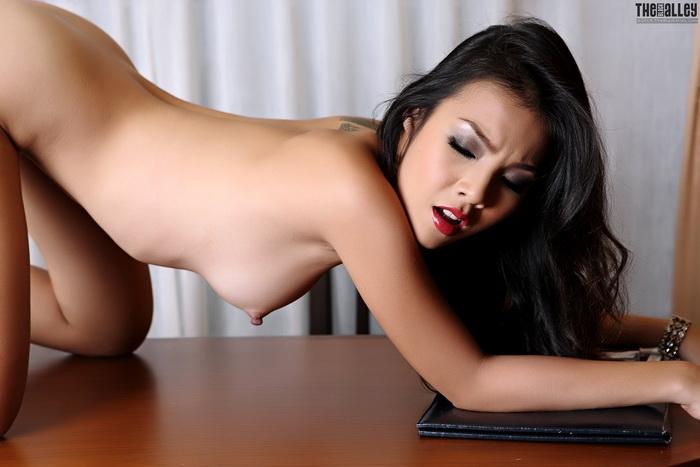 Чистая нагая японочка с похотливыми сосками порно картинки секс фото