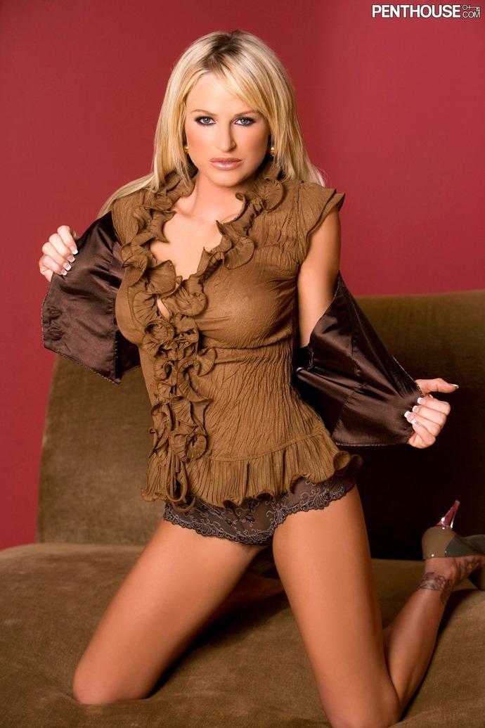 Brooke Belle похотливая блондинка с шикарными сиськами