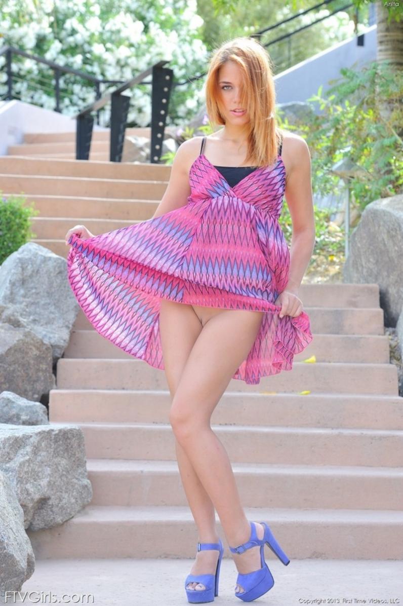 Телки задрала платье фото 22 фотография