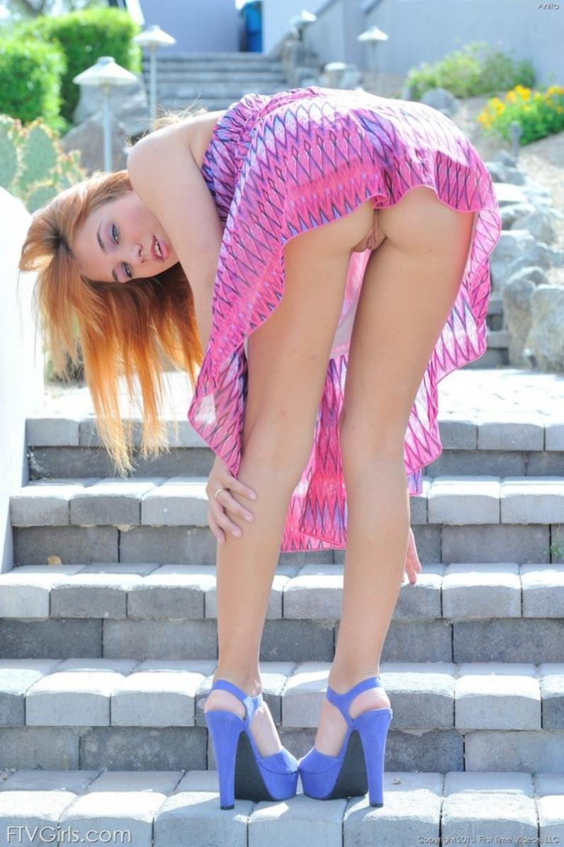Анита рыженькая милашка с голой киской секс фото