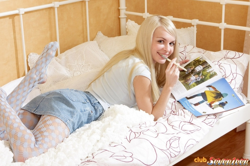 Алиса голая девушка с дилдо порно картинки