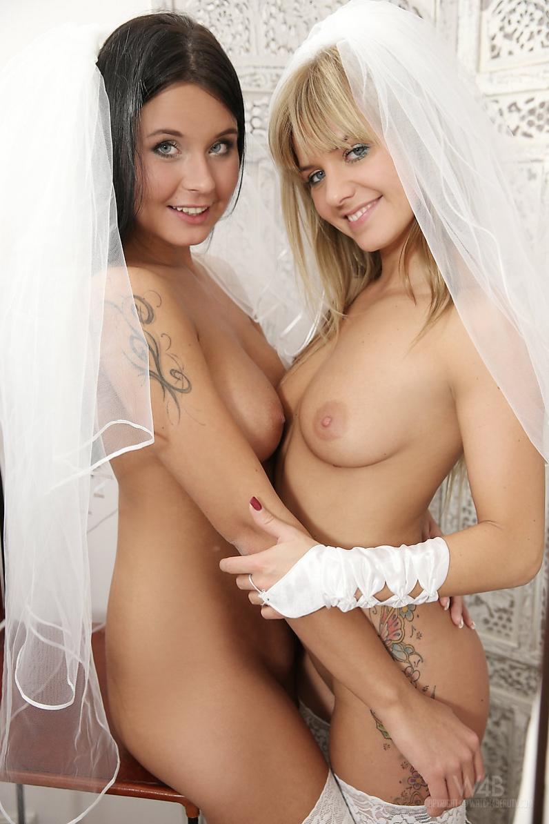 Невесты со стройными ногами в кружевных чулочках секс фото