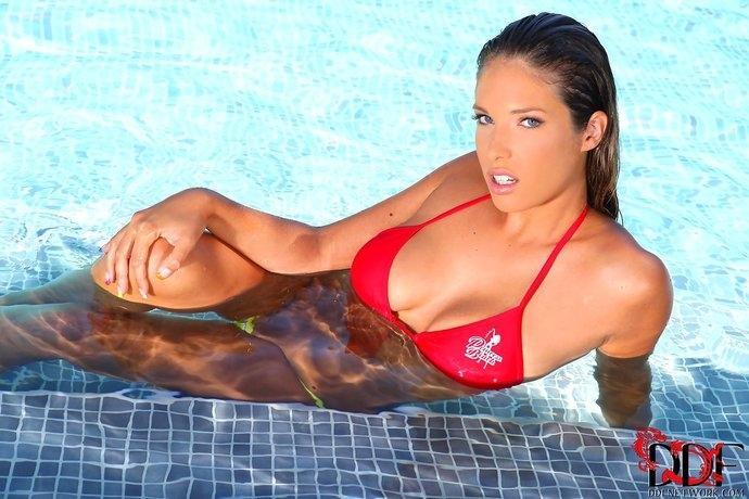 Французская порнозвезда Eva с анальным дилдо