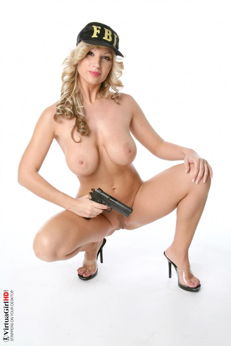 Выразительные голые дойки кучерявой девчонки порно галерея