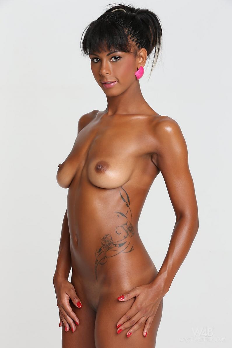 Возбужденная обнаженная африканка Isabella Christin порно галерея