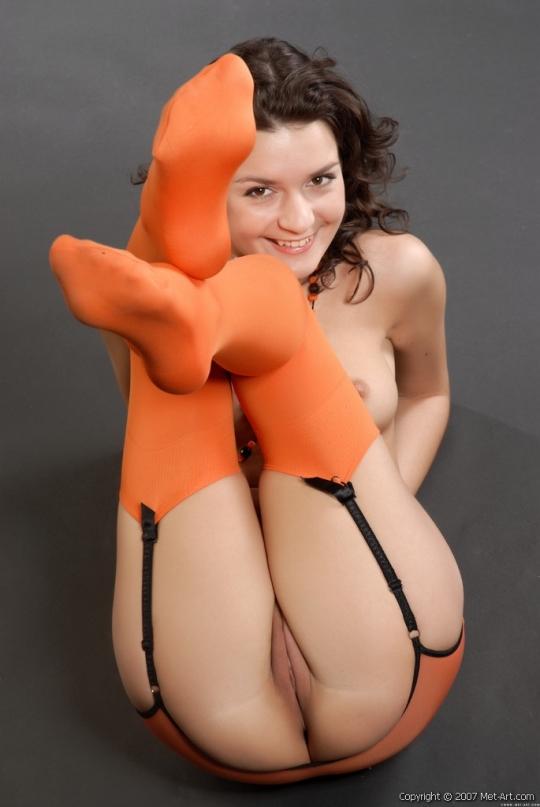 Сексуальная попка в оранжевых чулочках порно картинки