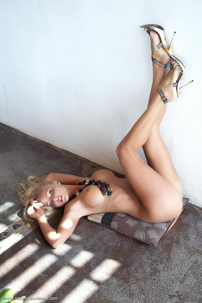 Вероника игривая голая леди