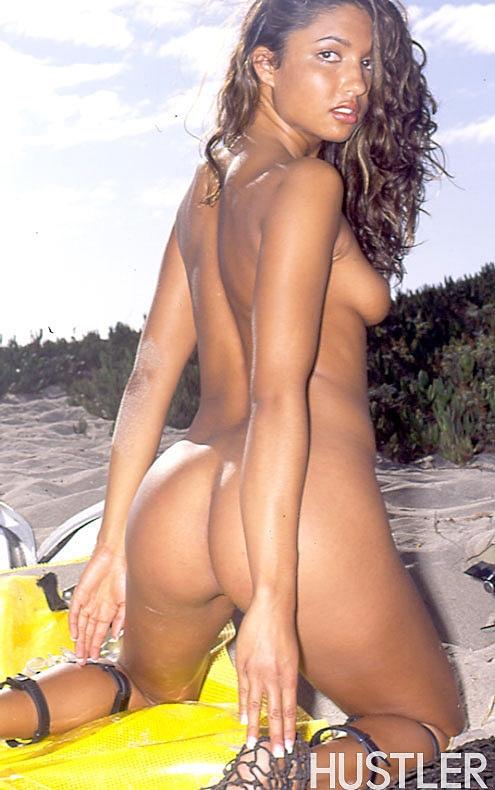 Lexis красивая экзотическая девушка на пляже