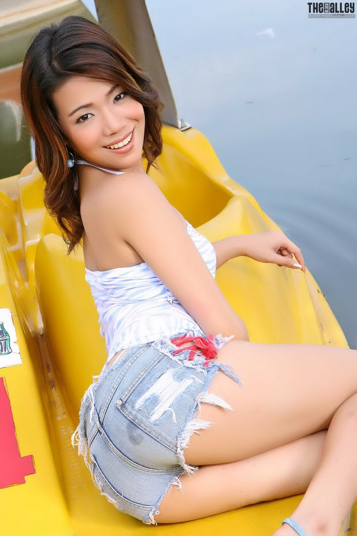 Симпатичная азиатская женщина с лохматой писькой секс фото