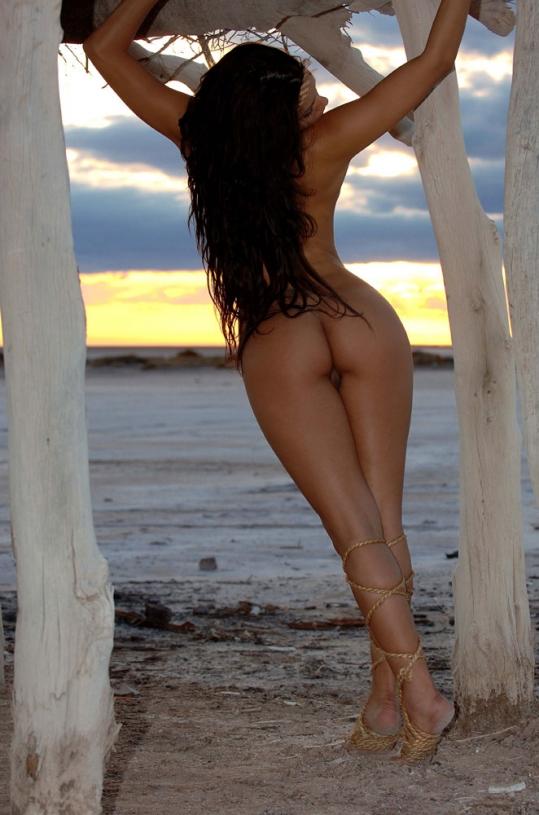 Зафира с раздетой задницей у моря ххх фото секс фото