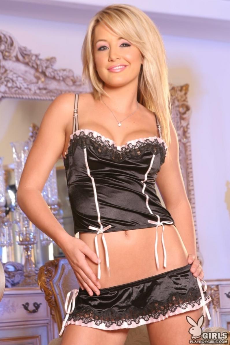 Kerry Reid сексуальная служанка с крупными нагими сисяндрами