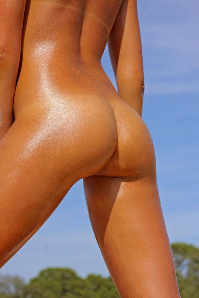 загорелые голые попы