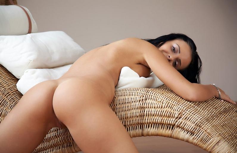 Сисятая брюнеточка утром секс галерея смотреть эротику