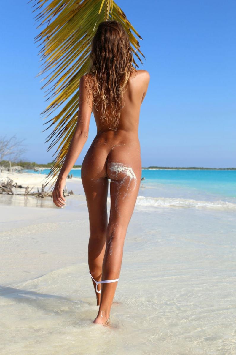 Кудряшка на экзотическом побережье