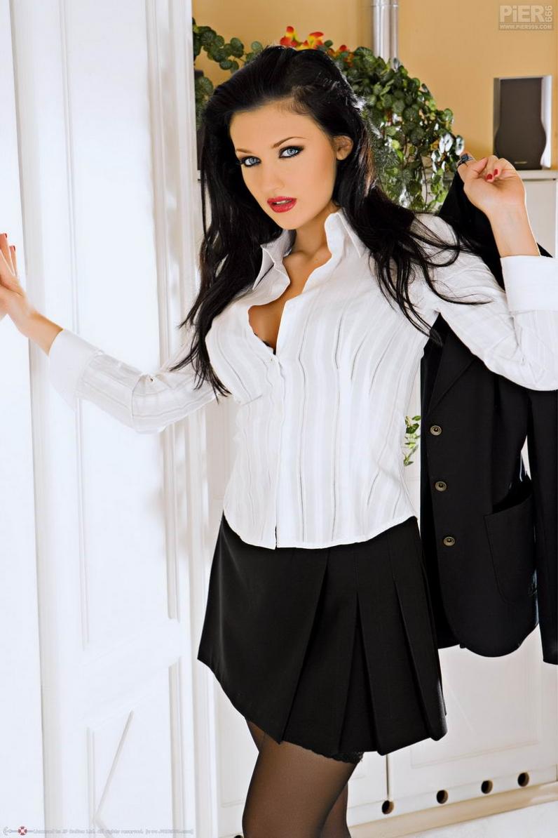 Aletta Ocean секретарша с сочной попкой в черных чулках