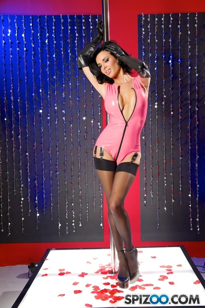 порно в розовом латексе