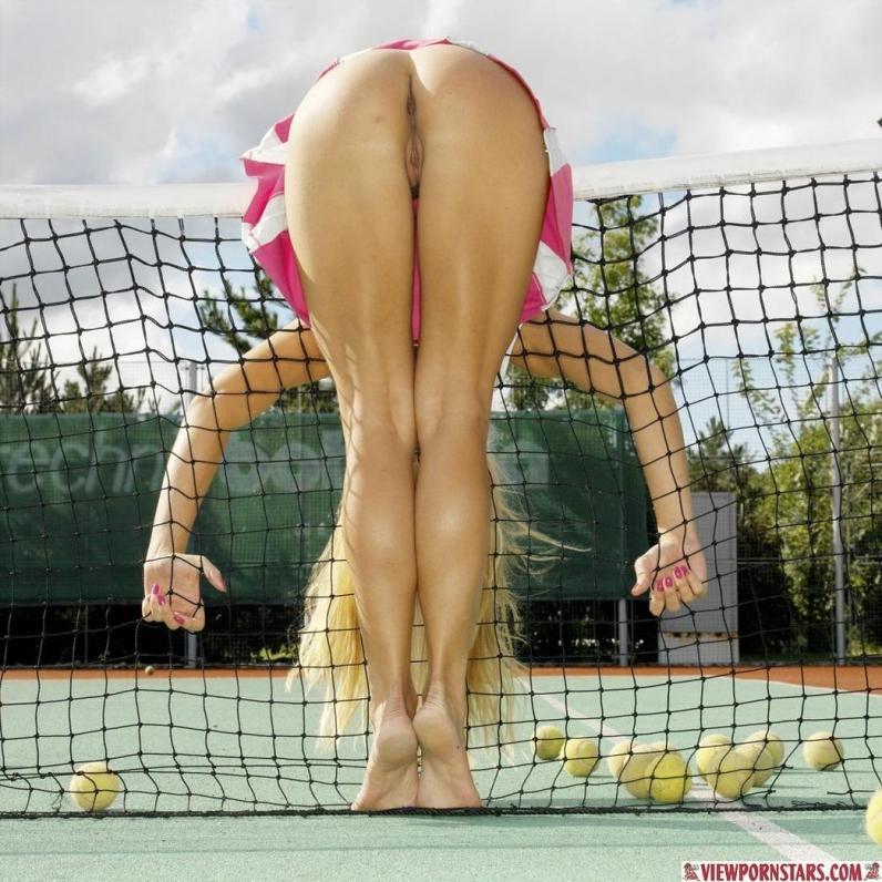 Большой теннис с сексуальной голой девушкой Adrianna Zarcova порно картинки