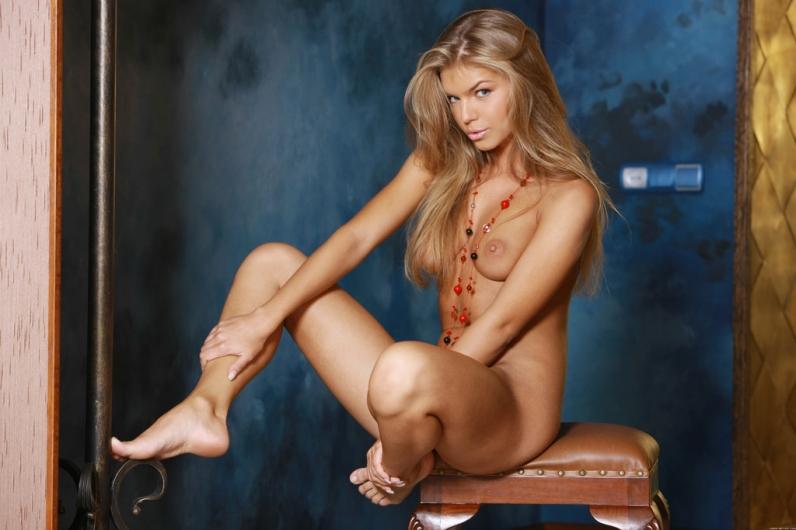 В короткой юбке порно галерея