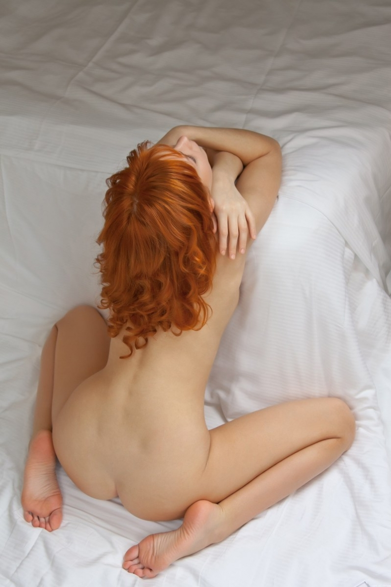 Рыжая роскошная обнаженная девушка секс галерея