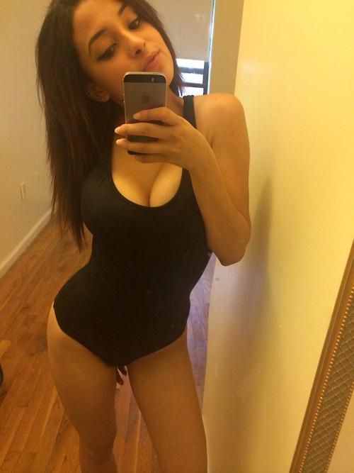 Любительские обнаженные прелести на телефоне секс фото смотреть эротику
