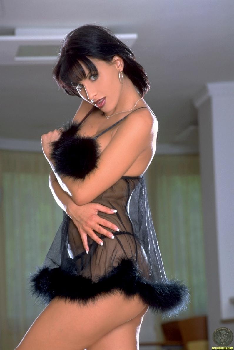 голая домохозяйка с большими ляжками и жопой фото