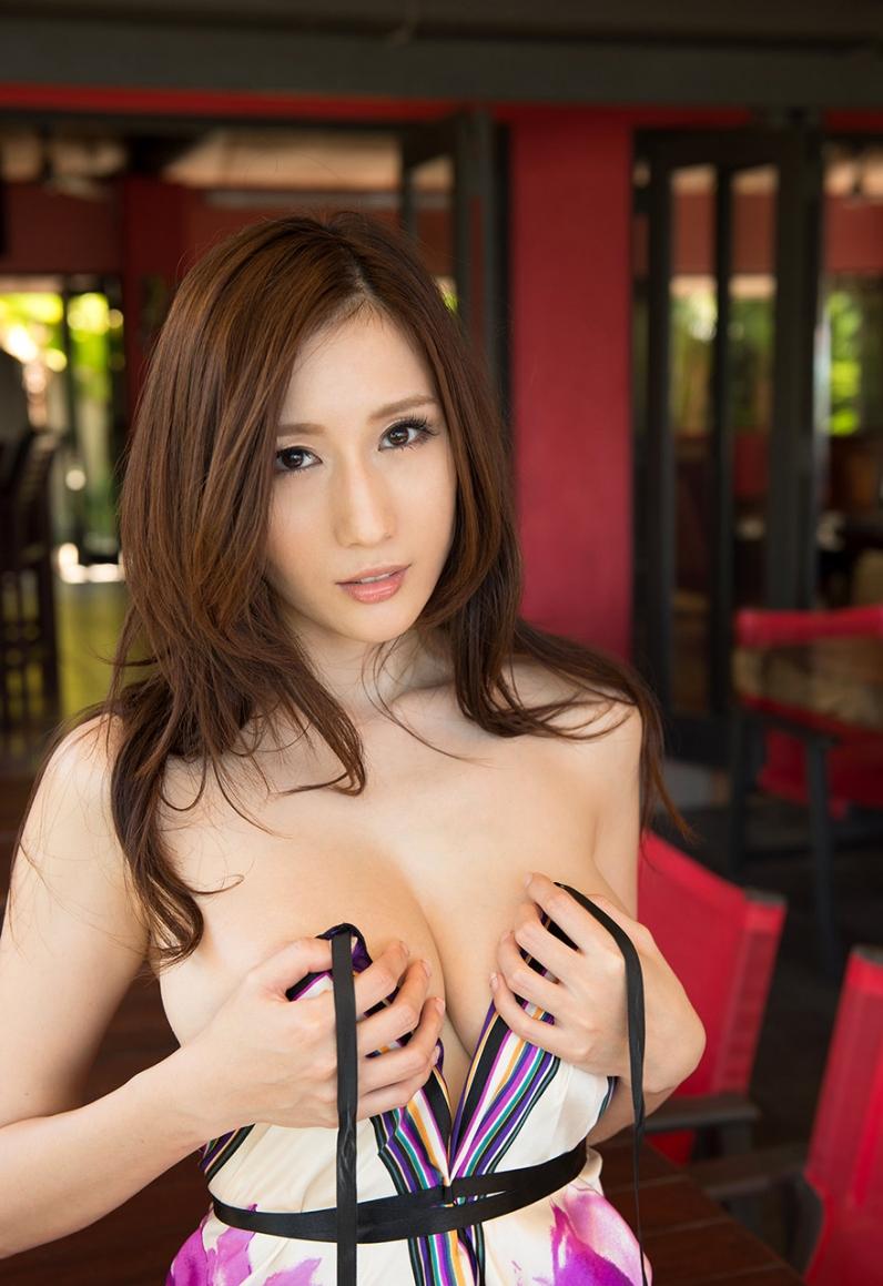 Джулия грудастая азиатская телочка с волосатой писей