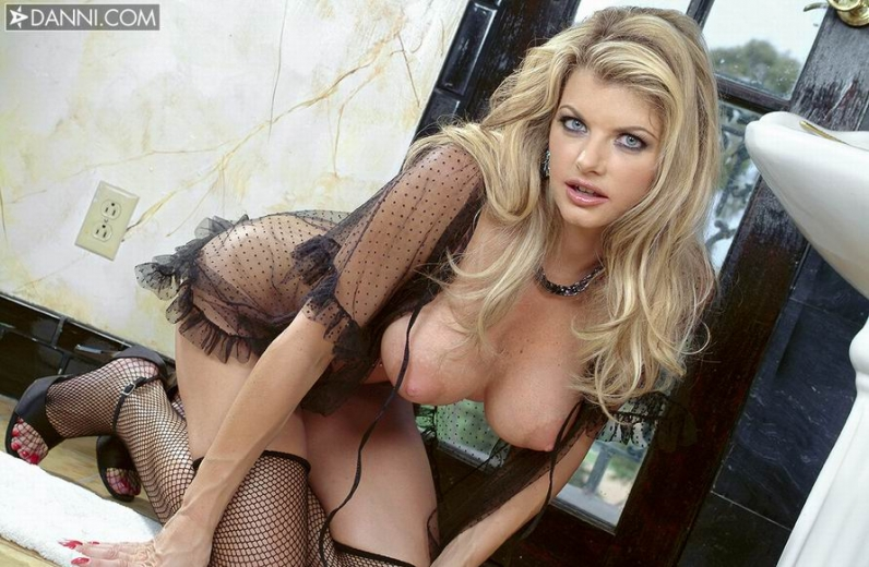 Голая тёлка плейбоя Vicky Vette фото порно