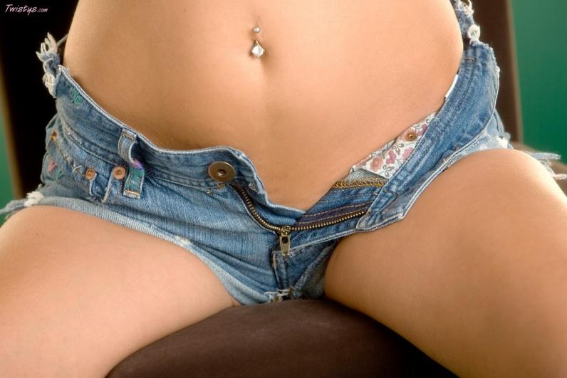 Золотая пизда под тугими джинсами Hanna Hilton