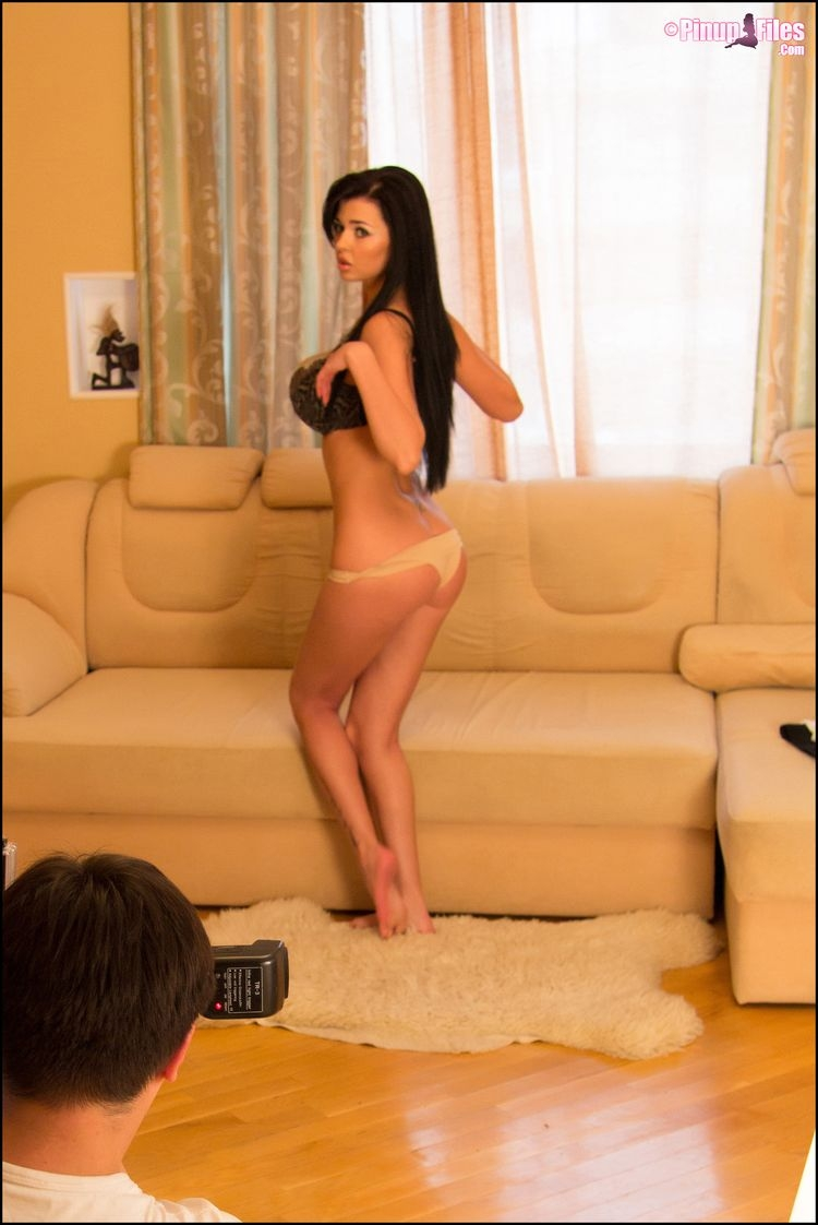 Sha Rizel девушка с огромными голыми дойками