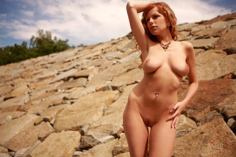 Рыженькая без одежды на скалах xxx фото