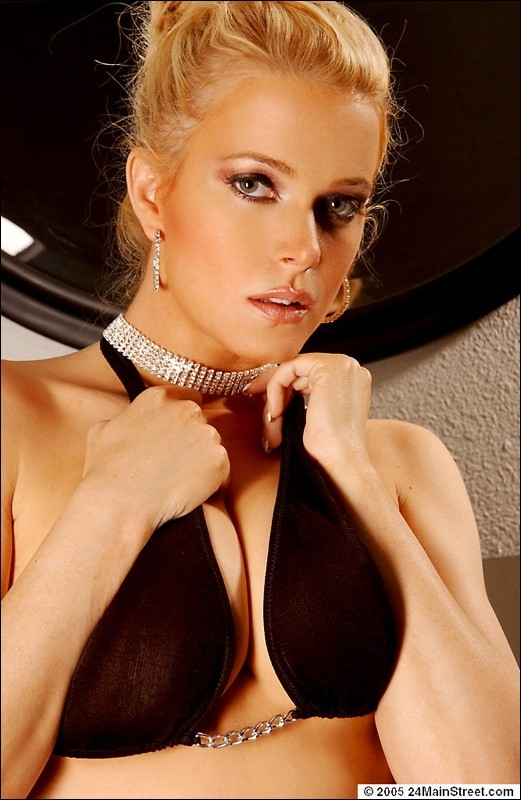 Голая блондинка Сидни Мун порно картинки
