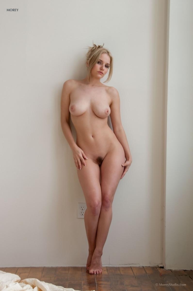 Лофт и пушистая вагина зрелой модели