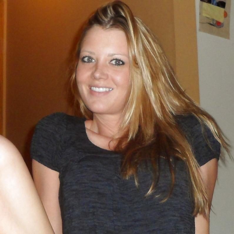 Реальные изображения длинноволосой светловолосые девки в своей квартире