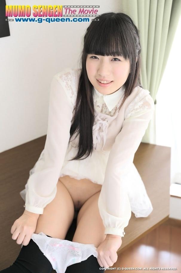 Под юбкой жопастой азиатской давалки Kokomi Shiozaki нет бикини смотреть эротику