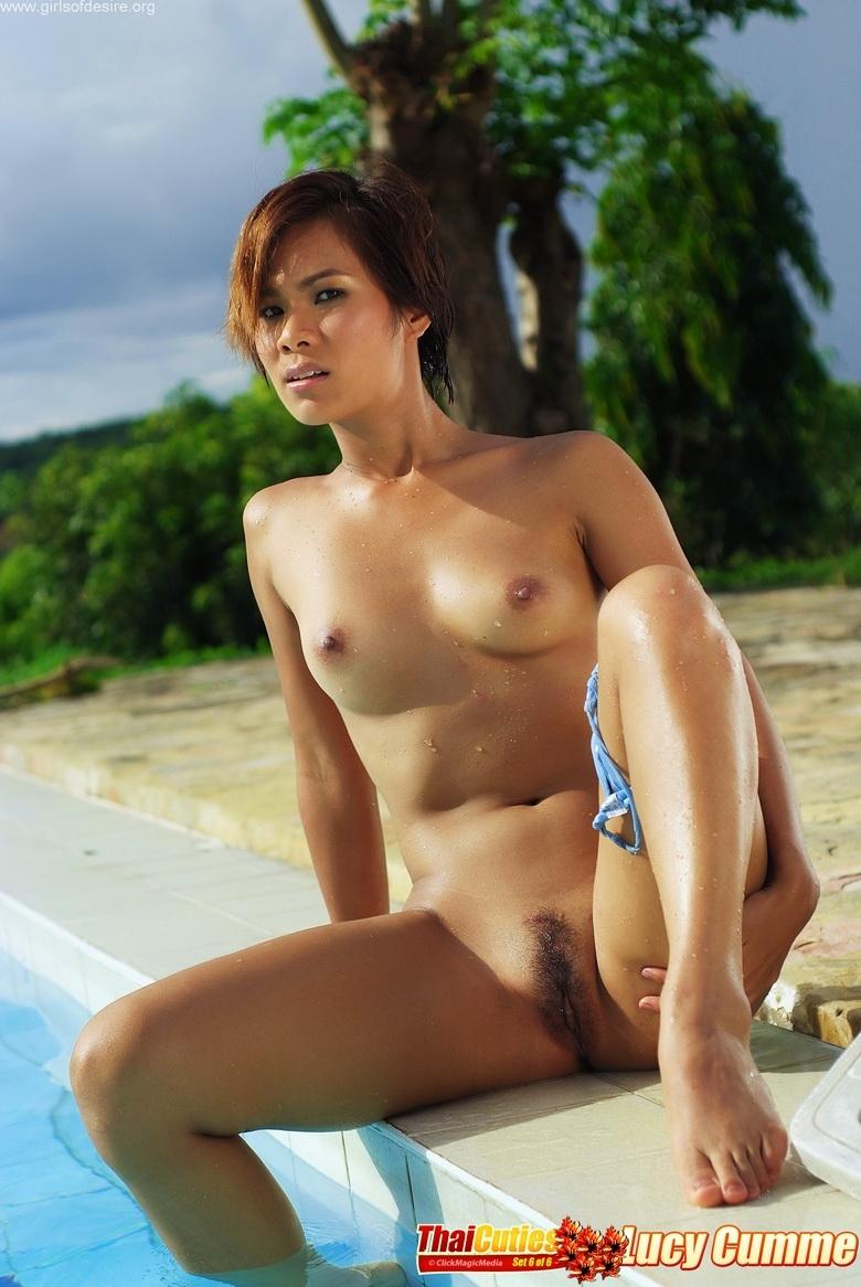 Худенькая азиатская модель с симпатичными лицом и отменной мокрой попой раком