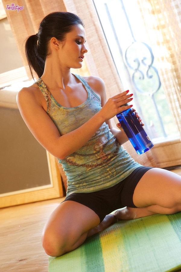 Стриптиз во время йоги