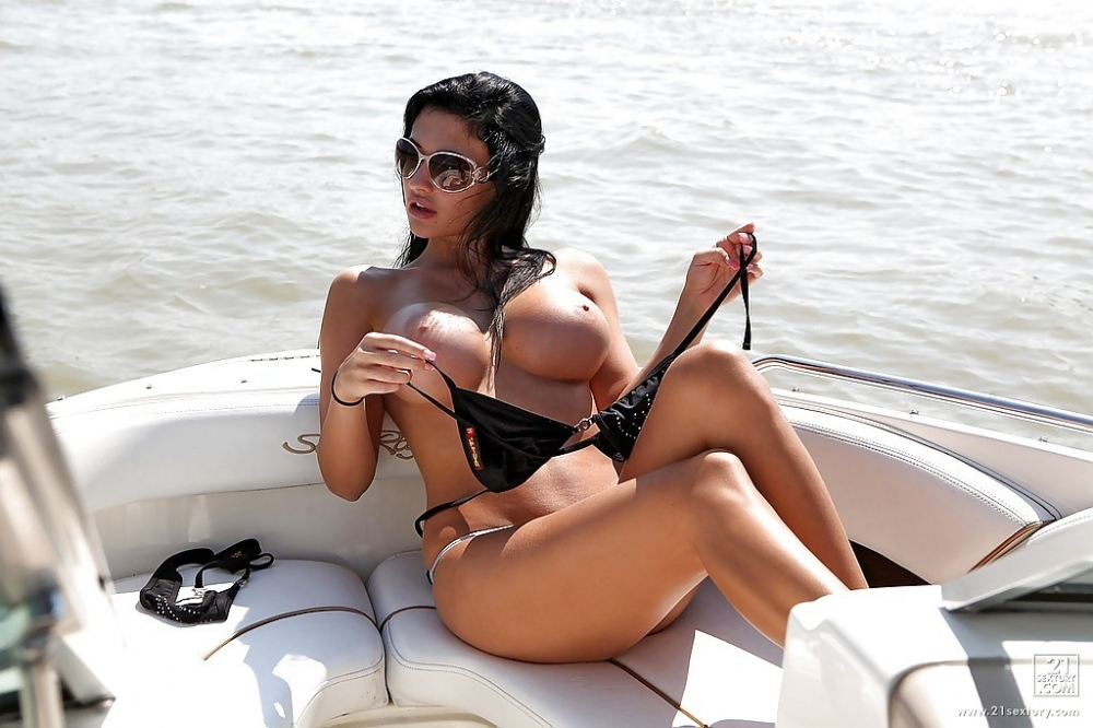 порно фото с алеттой на яхте