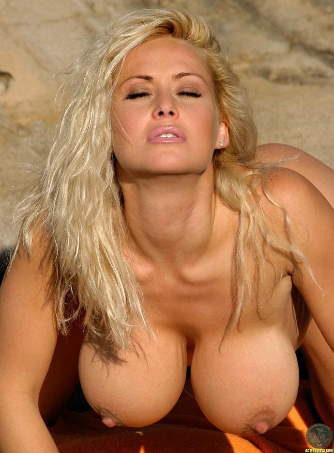 golie-titki-blondinok