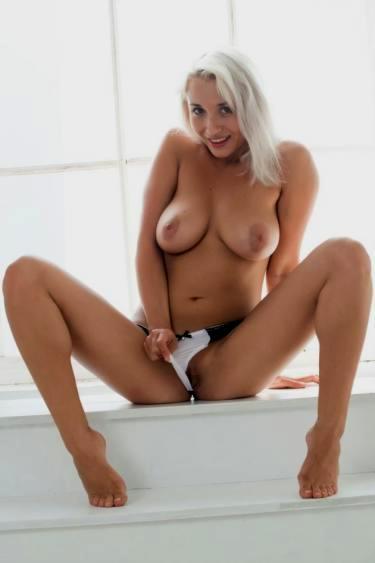 голые девушки видео разбиянки