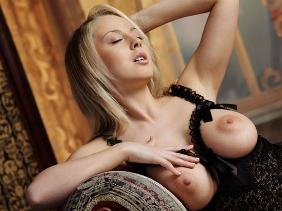 Превосходная блондинка порно картинки