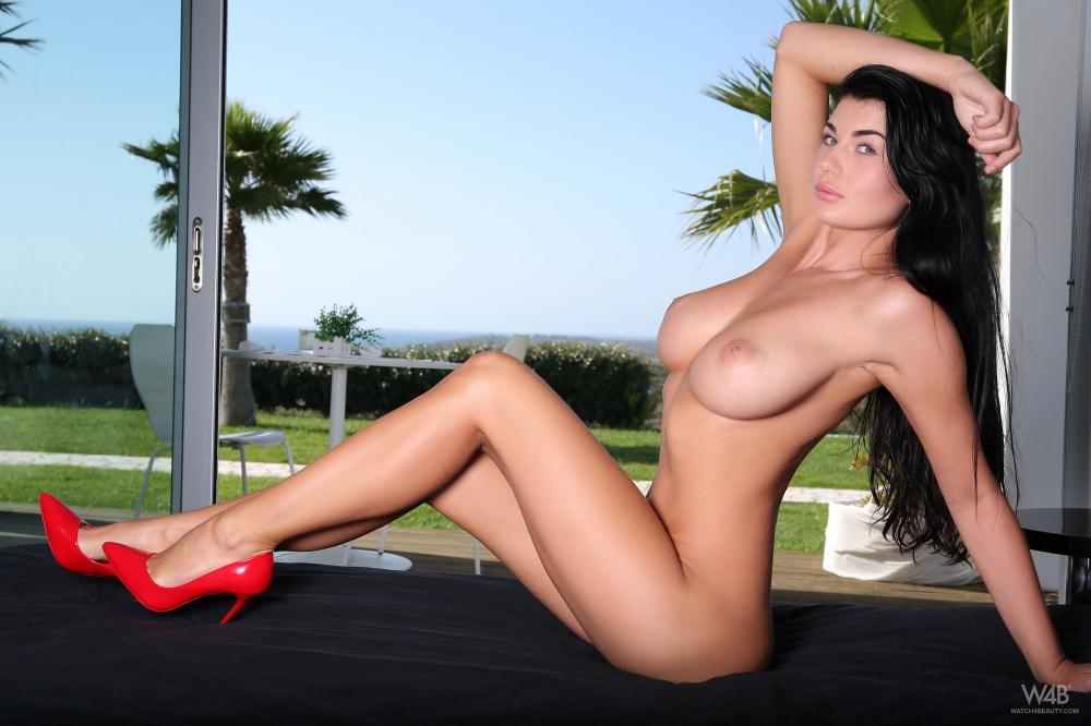 Любимые раздетые дойки Lucy Li секс фото