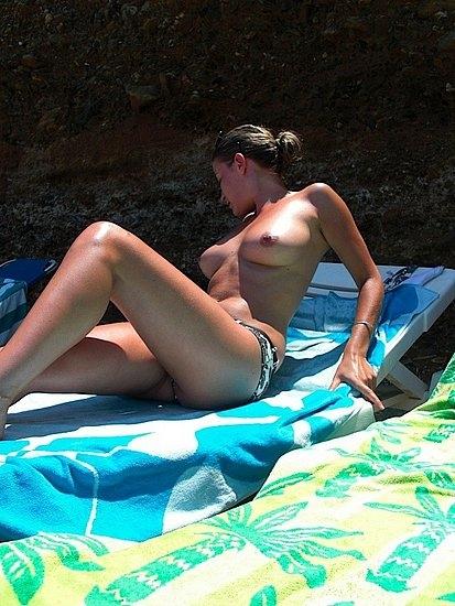 Частная обнаженка с без нижнего белья красотками на пляже