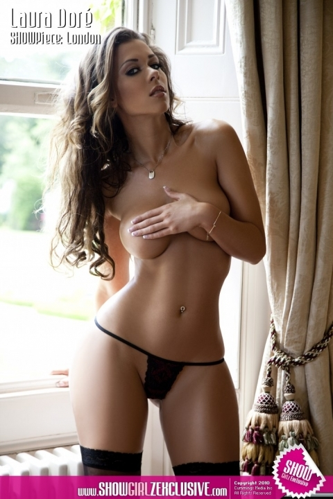 Подтянутая Лаура в стрингах секс галерея секс фото