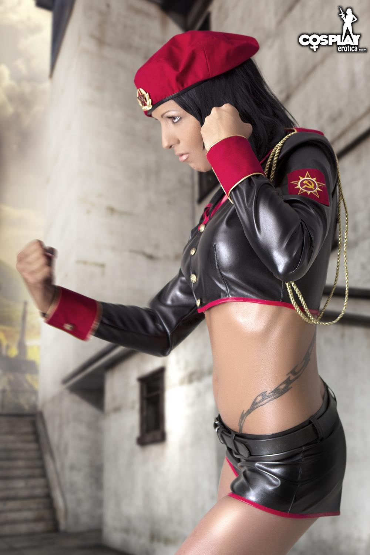 Косплей порнозвезды в латексной военной униформе секс фото